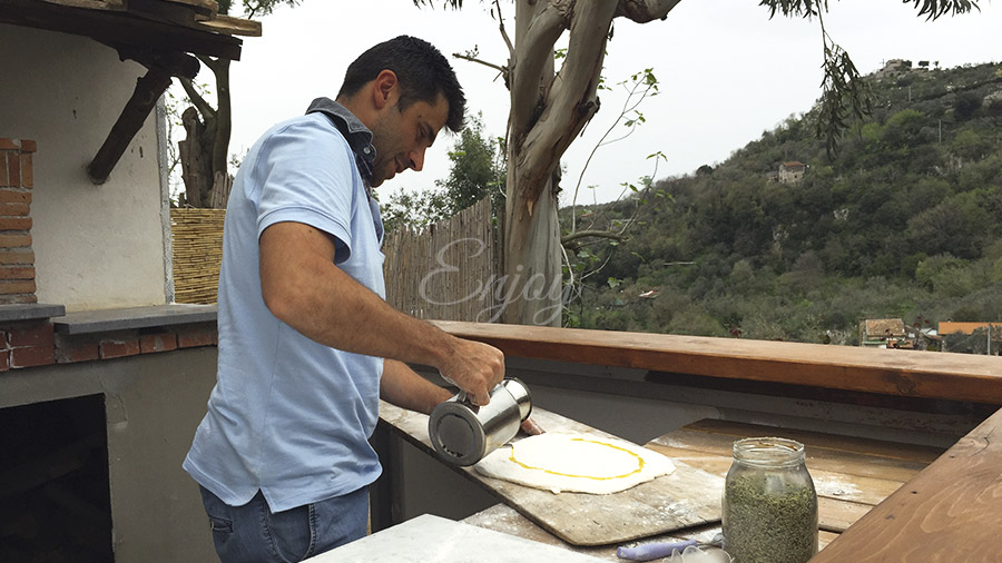 making pizza in sorrento tour